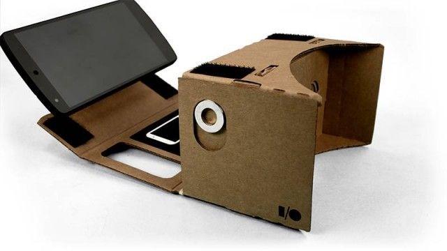 Cмартфон вставляется в Cardboard